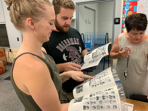former market street students looking at old year books